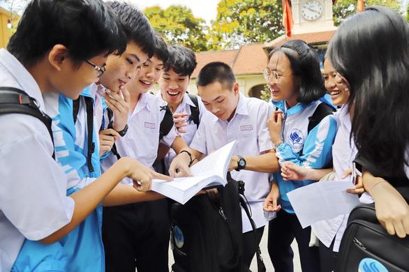 6.035 học sinh lớp 9 và 12 ở TP.HCM đoạt nhất, nhì, ba học sinh giỏi, tại sao? - Ảnh 1.