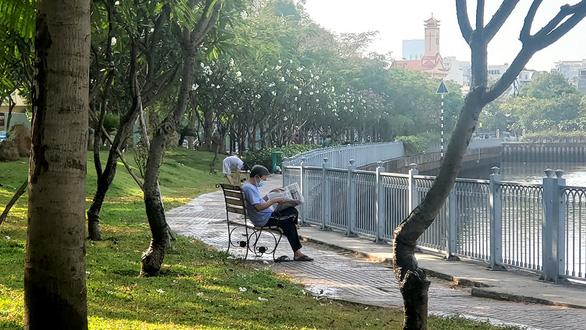 Sài Gòn bao dung - TP.HCM nghĩa tình: Đôi khi muốn ôm Sài Gòn vào lòng - Ảnh 1.