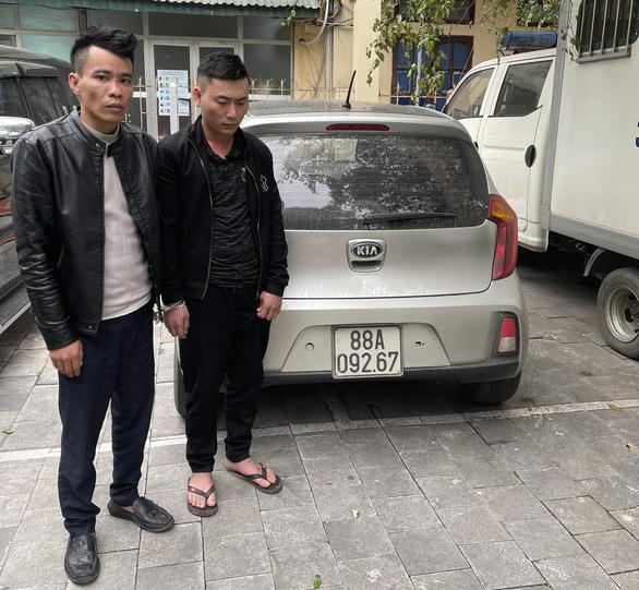 Hai nghi phạm chuyên lên mạng tìm nhà có lan đột biến để leo vô trộm - Ảnh 3.