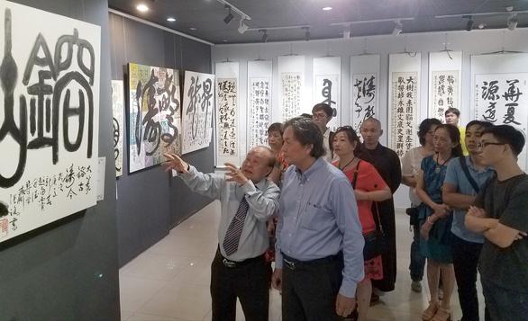 Xem triển lãm thư pháp của Trương Lộ gặp thơ Lê Quý Đôn, Bùi Giáng, Bảo Định Giang - Ảnh 1.