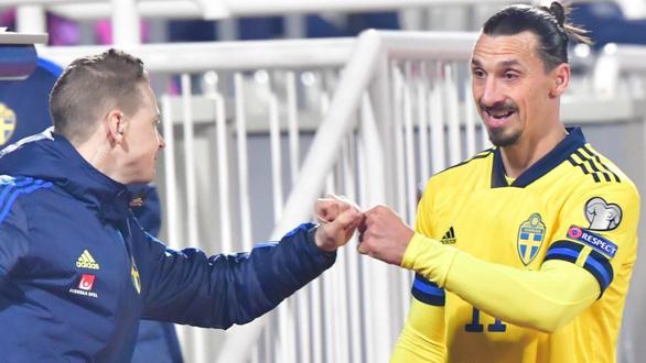 Ibrahimovic kiến tạo siêu đẳng kiểu kung-fu giúp Thụy Điển dẫn đầu bảng B - Ảnh 2.