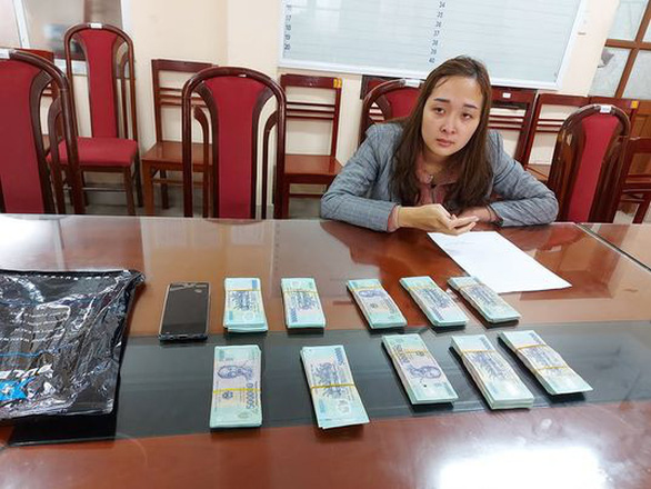 Nữ quái dựng cảnh chạy án rồi lẻn vào ôtô trộm 500 triệu đồng - Ảnh 1.