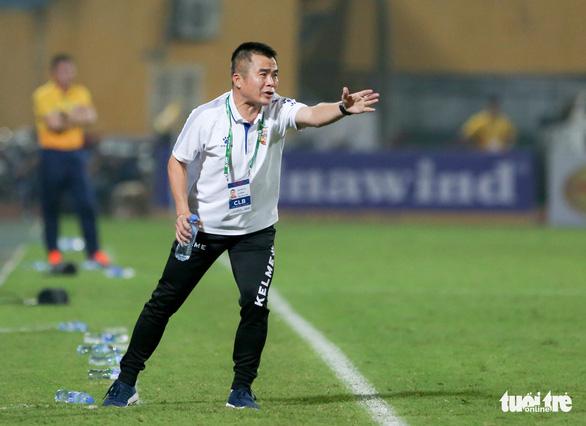 HLV Phạm Minh Đức: Cầu thủ Hà Tĩnh không dám chơi bóng với Hà Nội FC - Ảnh 1.