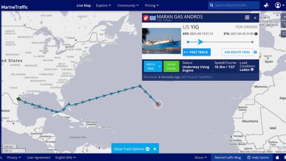 Kênh Suez sắp được cứu, hàng chục tàu hàng đổi hướng tiếc nuối vì đội chi phí - Ảnh 2.