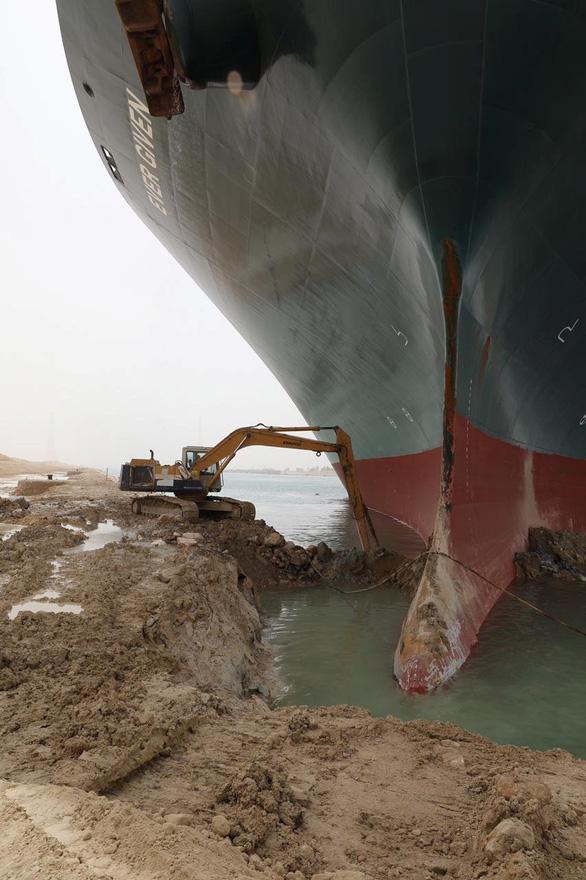Toàn cảnh vụ giải cứu tàu container gây tắc nghẽn kênh đào Suez - Ảnh 3.