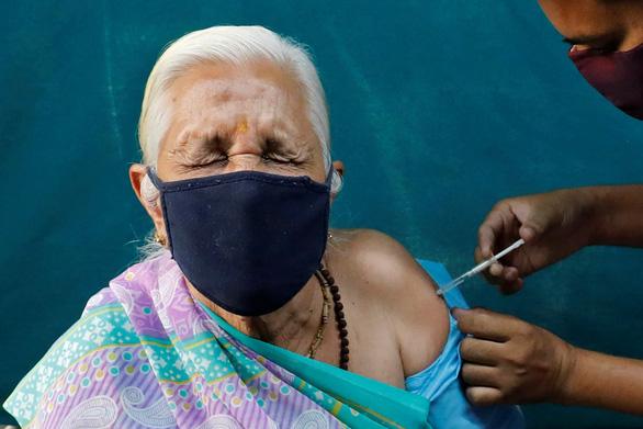 Tiêm vắc xin đã lâu, Ấn Độ bất ngờ ghi nhận nhiều ca COVID-19 nhất trong 1 ngày - Ảnh 1.
