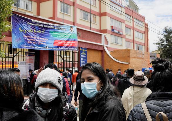 Gãy lan can trường học, 5 sinh viên ở Bolivia thiệt mạng - Ảnh 1.