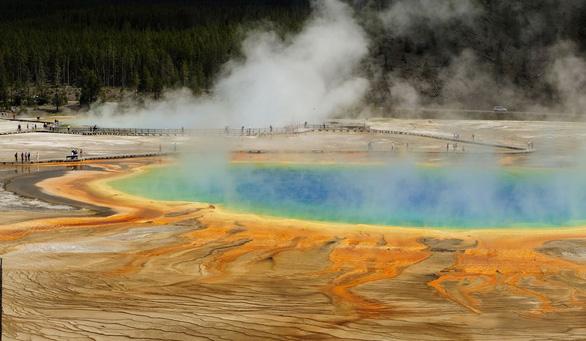 Khoa học 'giải mã' suối nước nóng có 7 màu ảo diệu - Ảnh 2.