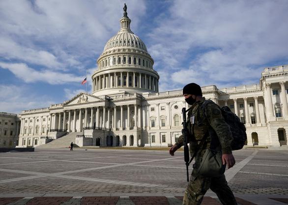 Cảnh sát Mỹ tăng cường an ninh trước âm mưu đột nhập tòa nhà Quốc hội - Ảnh 1.