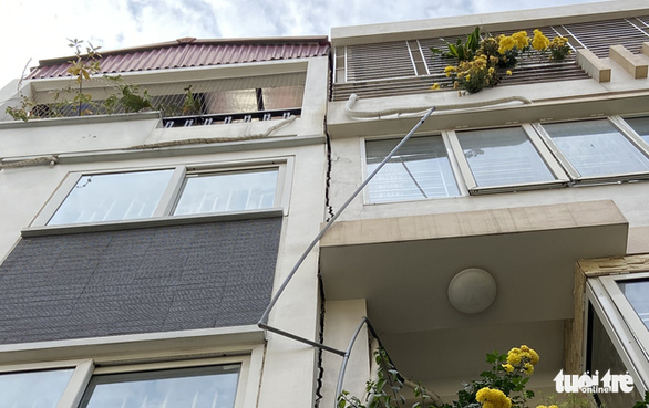 Thi công chung cư cao hơn 20 tầng, hàng loạt nhà dân nứt toác - Ảnh 2.