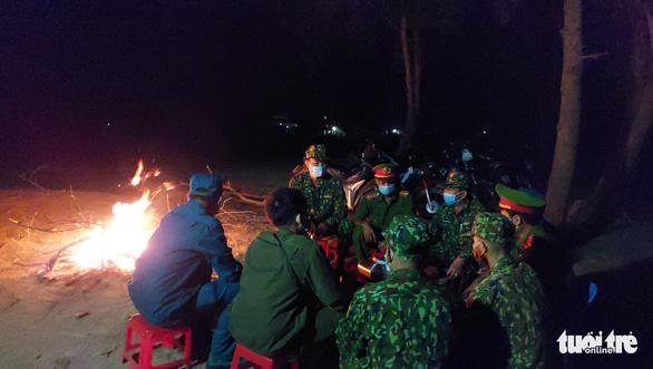 Người lính quân hàm xanh căng mình nơi biên giới Tây Nam cho dân yên giữa đại dịch - Ảnh 2.