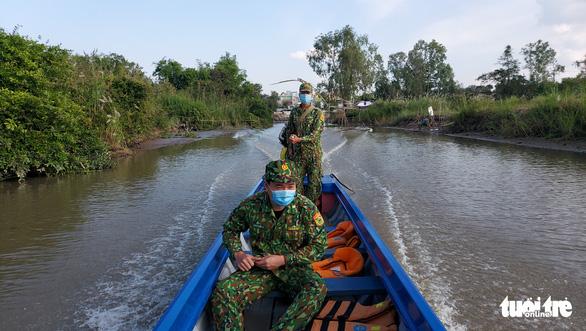 Người lính quân hàm xanh căng mình nơi biên giới Tây Nam cho dân yên giữa đại dịch - Ảnh 7.