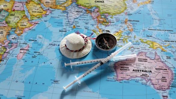 Nở rộ tour du lịch tiêm vắc xin lên tới 20.000 euro ở châu Âu - Ảnh 1.