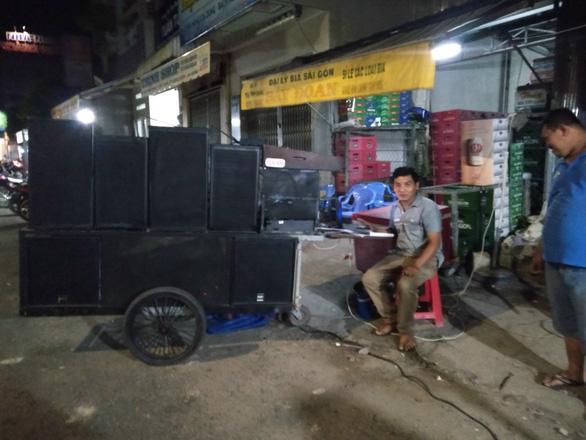 Thuê karaoke di động tụ tập hát tại An Giang bị xem là vi phạm quy định phòng chống dịch bệnh - Ảnh 1.