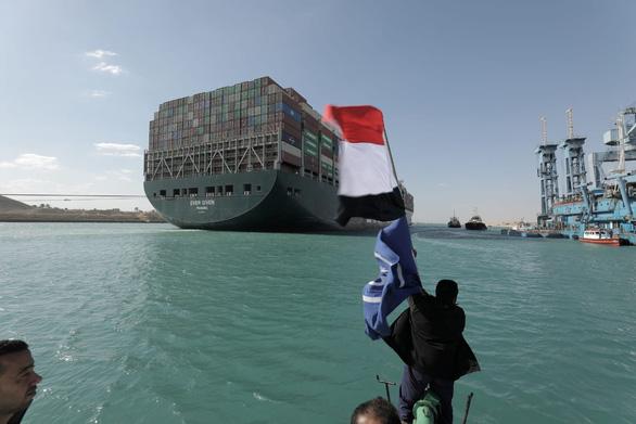 Ai Cập chính thức điều tra nguyên nhân tàu Ever Given mắc cạn ở kênh đào Suez - Ảnh 1.