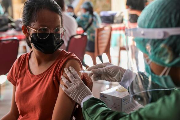 Người tiêm vắc xin ngừa COVID-19 được 'nghỉ phép vắc xin' - Ảnh 1.