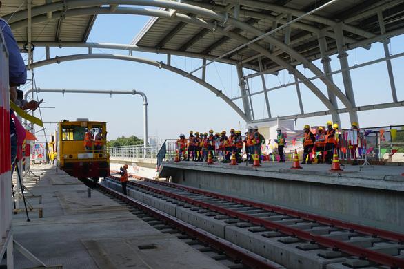 Phó thủ tướng chỉ đạo tháo gỡ vướng mắc cho metro số 1 - Ảnh 1.