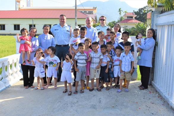 Đại sứ quán Canada khánh thành con đường làm cho 60 trẻ mồ côi - Ảnh 2.