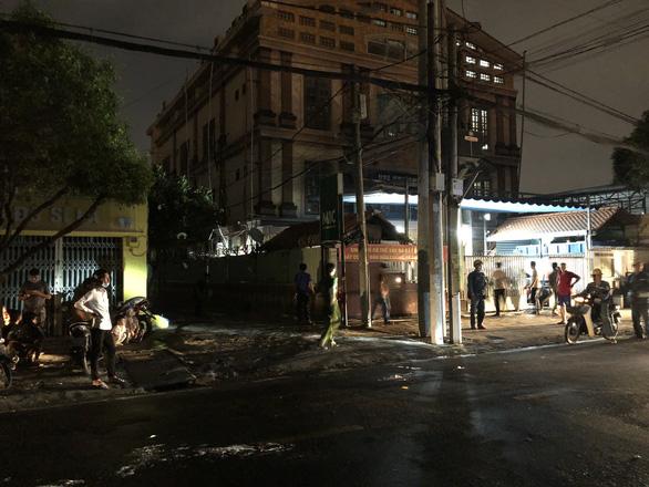 Cháy bãi xe CSGT thành phố Thủ Đức - Ảnh 3.