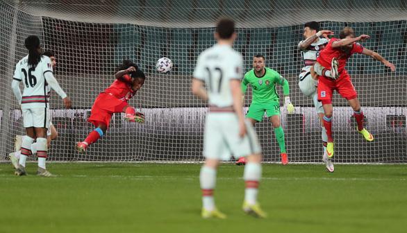 Ronaldo ghi bàn, Bồ Đào Nha thắng ngược Luxembourg - Ảnh 1.