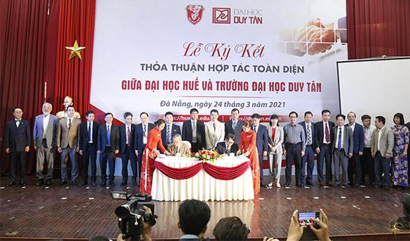 Trường ĐH Duy Tân và ĐH Huế ký kết hợp tác toàn diện - Ảnh 1.
