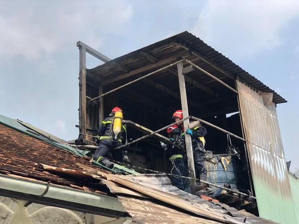 Cháy tại trung tâm quận 1, sơ tán toàn bộ học sinh Trường Ernst Thalmann - Ảnh 8.