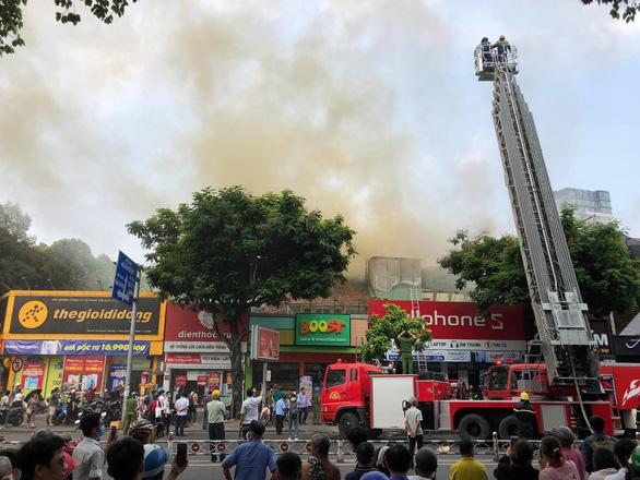 Cháy tại trung tâm quận 1, sơ tán toàn bộ học sinh Trường Ernst Thalmann - Ảnh 5.