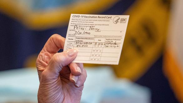 Mỹ gặp muôn vàn trở ngại về áp dụng hộ chiếu vắc xin - Ảnh 1.