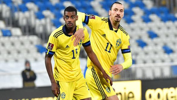 Ibrahimovic giúp tuyển Thụy Điển thăng hoa - Ảnh 1.