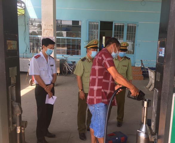 12.000 lít xăng thu giữ tại Tiền Giang không đảm bảo chất lượng - Ảnh 1.