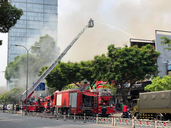 Cháy tại trung tâm quận 1, sơ tán toàn bộ học sinh Trường Ernst Thalmann - Ảnh 3.
