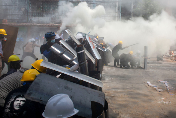 Đàn áp đẫm máu người biểu tình, quân đội Myanmar nói không sợ bị trừng phạt và cô lập - Ảnh 2.