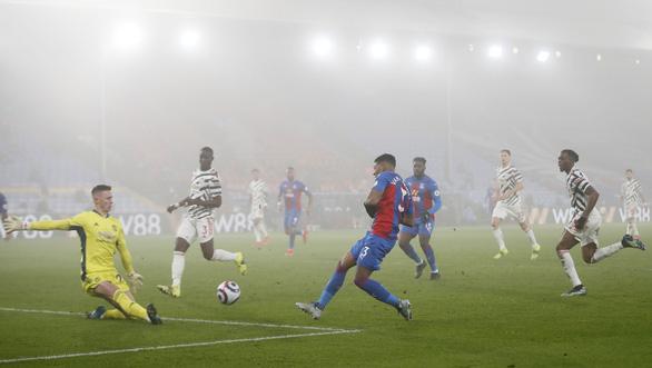 Man Utd và Leicester 'hụt hơi' trong cuộc đua vô địch với Man City - Ảnh 1.