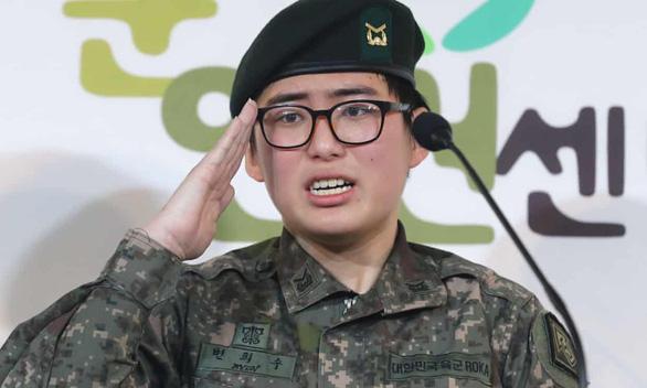 Người lính chuyển giới đầu tiên của Hàn Quốc chết sau khi bị trục xuất khỏi quân đội - Ảnh 1.