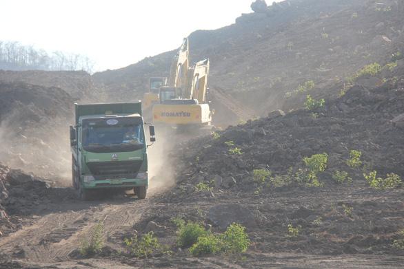 Dự án làm cao tốc qua Bình Thuận gặp khó vì... thiếu đất đắp - Ảnh 1.