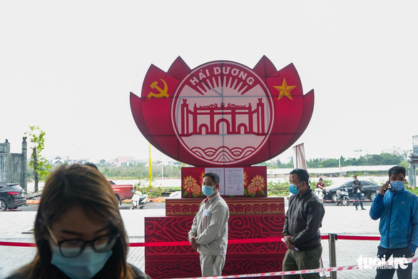 Hàng trăm sinh viên Hải Dương đi xét nghiệm COVID-19 trước khi trở lại Hà Nội - Ảnh 7.