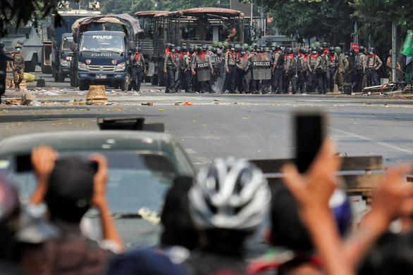 LHQ nói ngày đẫm máu nhất 38 người chết ở Myanmar, Mỹ nhắc Trung Quốc - Ảnh 1.