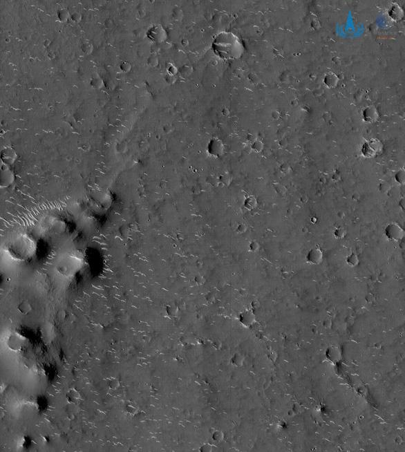 Trung Quốc công bố ảnh độ phân giải cao về sao Hỏa - Ảnh 2.