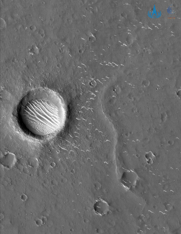 Trung Quốc công bố ảnh độ phân giải cao về sao Hỏa - Ảnh 3.
