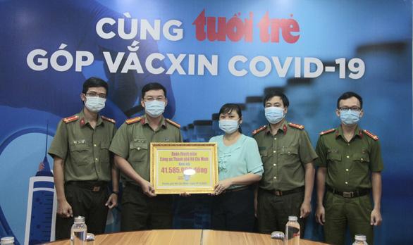 Tuổi trẻ Công an TP.HCM tham gia 'góp vắc xin COVID-19' - Ảnh 1.