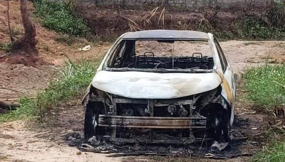Tạm giữ khẩn cấp thanh niên chém người, đốt ôtô - Ảnh 1.