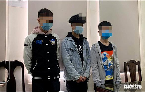 Có chỉ thị, mau chóng tìm ra 3 thiếu niên nghi quấy rối tình dục phụ nữ nước ngoài - Ảnh 1.