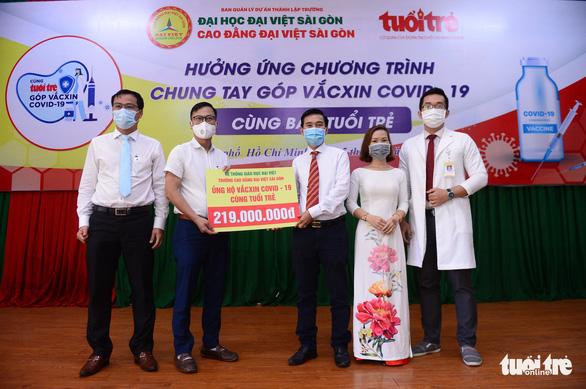 Giảng viên, sinh viên trường cao đẳng trao 219 triệu đồng Cùng Tuổi Trẻ góp vắc xin COVID-19 - Ảnh 1.