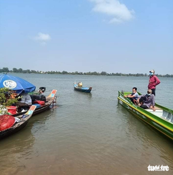 Kịp thời chặn 35 người nhập cảnh trái phép trên sông Tiền - Ảnh 2.