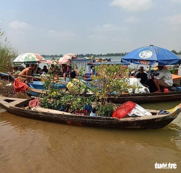 Kịp thời chặn 35 người nhập cảnh trái phép trên sông Tiền - Ảnh 1.