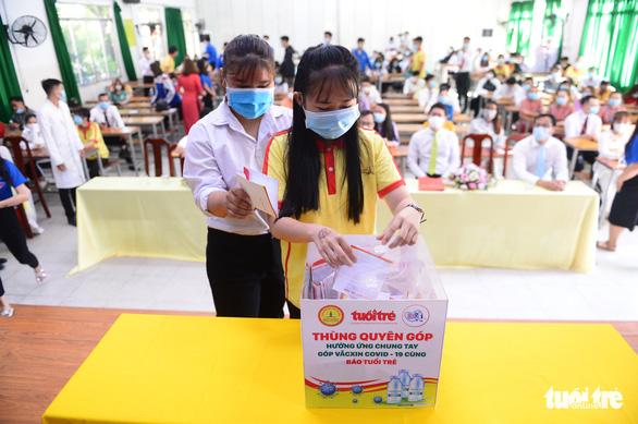 Giảng viên, sinh viên trường cao đẳng trao 219 triệu đồng Cùng Tuổi Trẻ góp vắc xin COVID-19 - Ảnh 2.