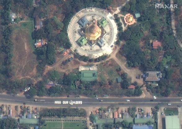 Biểu tình phản đối đảo chính ở Myanmar nhìn từ ảnh vệ tinh - Ảnh 13.
