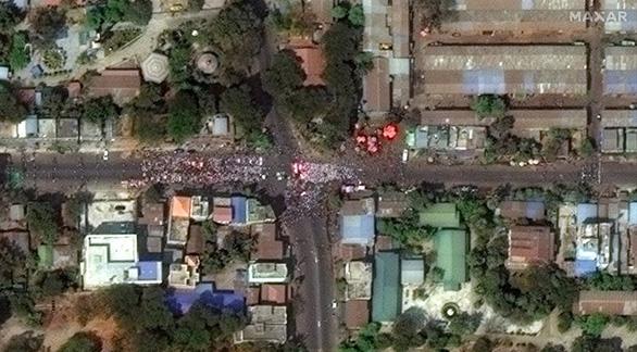 Biểu tình phản đối đảo chính ở Myanmar nhìn từ ảnh vệ tinh - Ảnh 6.