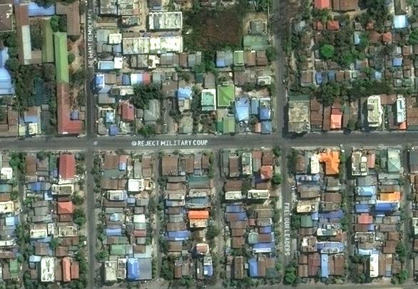 Biểu tình phản đối đảo chính ở Myanmar nhìn từ ảnh vệ tinh - Ảnh 7.
