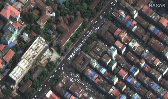 Biểu tình phản đối đảo chính ở Myanmar nhìn từ ảnh vệ tinh - Ảnh 9.